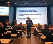 Bjørn Hersoug leder diskusjonen på arbeidsmøte under Plankonferansen 2018 i Bergen.